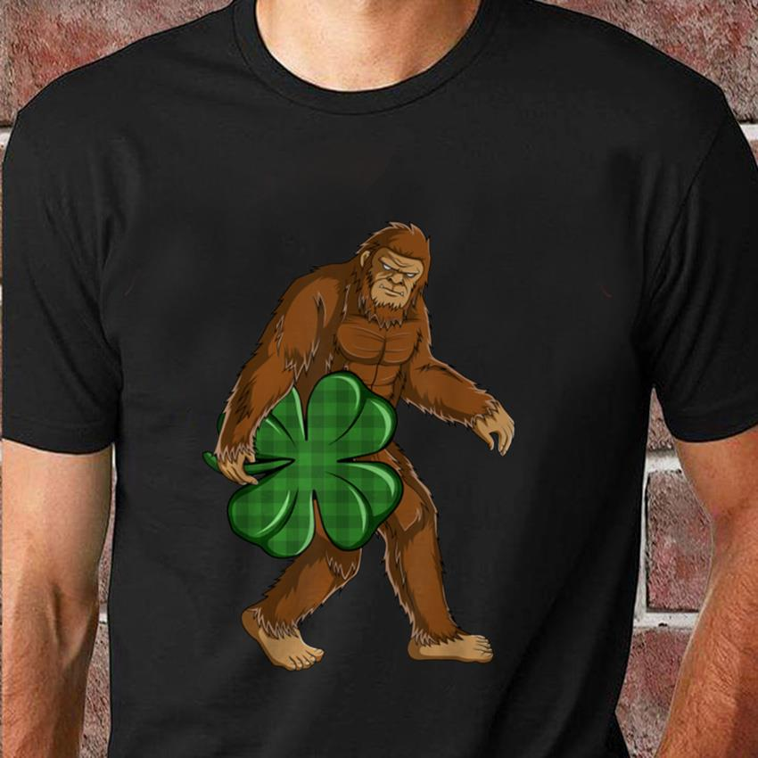 Bigfoot hug shamrock plaid Patrick day t-shirt